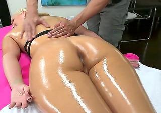 porno-ogromnoe-zhopa-massazh